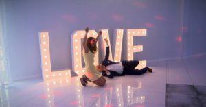 Napis Love - fotobudka